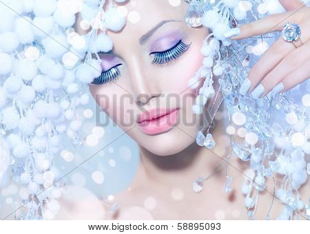 Winter Beauty Woman. Beautiful Fashion Model Girl with Snow Hair style and Make up. Holiday Makeup and Manicure. Winter Queen