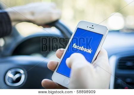 Using Facebook on mobile phone