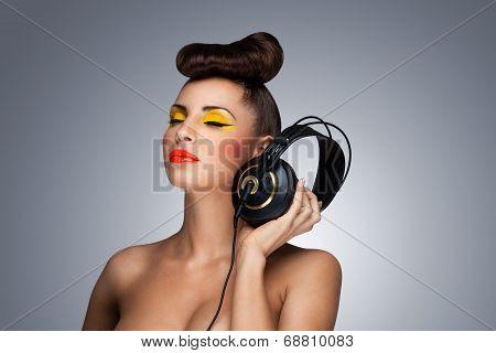 The Headphones Fashion.