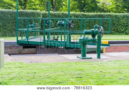 Canal Lock, Lock