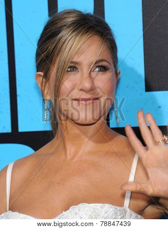 LOS ANGELES - NOV 20:  Jennifer Aniston arrives to the