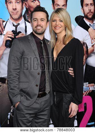 LOS ANGELES - NOV 20:  Rob McElhenney & Kaitlin Olson arrives to the