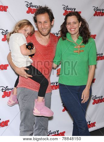 LOS ANGELES - OCT 18:  Ione Skye, Ben Lee & Goldie Lee arrives to the
