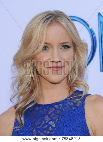 LOS ANGELES - SEP 21:  Jessy Schram arrives to the