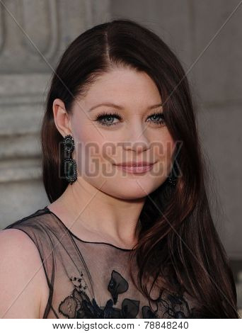 LOS ANGELES - SEP 21:  Emilie de Raven arrives to the