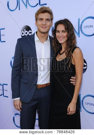 LOS ANGELES - SEP 21:  Scott Michael Foster arrives to the