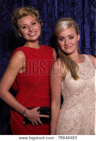 LOS ANGELES - NOV 22:  Alyson & Amanda Michalka arrives to the