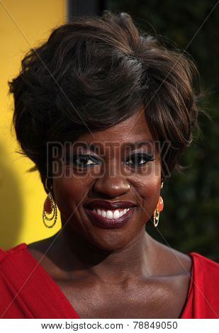 LOS ANGELES - AUG 09:  VIOLA DAVIS arrives to the