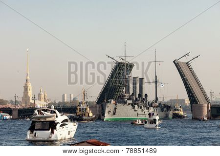 St. Petersburg, Russia -september 21,2014: Towage Of The Cruiser