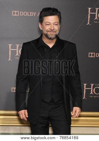 LOS ANGELES - DEC 09:  Andy Serkis arrives to the