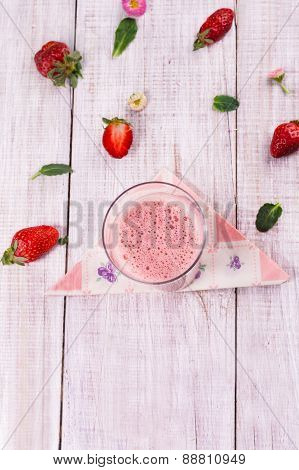 delicious healthy strawberry smoothie with fresh strawberries