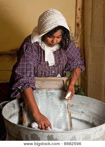 Lavar la ropa de la manera antigua