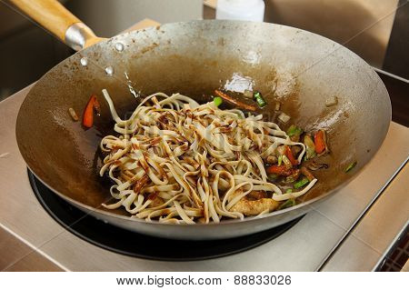 Grilling Udon Noodles With Vegetables