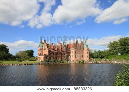Egeskov castle and lake