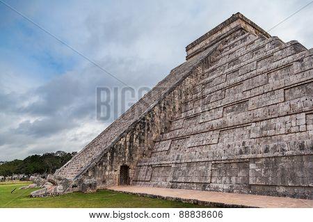 Chichen Itza, Mayan Pyramid, Yucatan, Mexico.