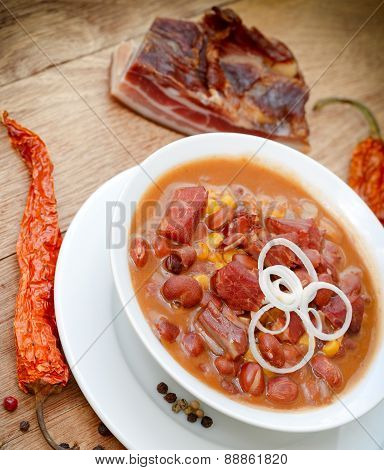 Cooked beans with corn and smoked meat