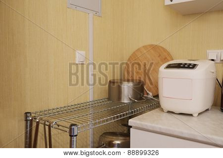 Breadmaker machine and pot