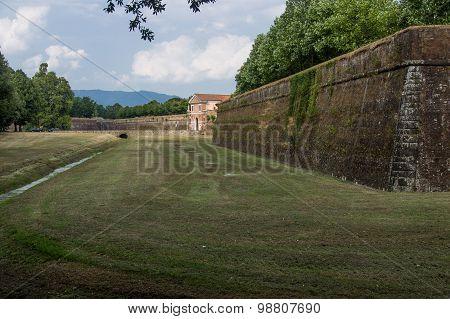 Lucca, Romans City Walls