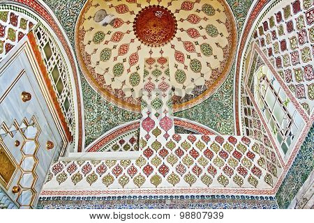 ISTANBUL - NOVEMBER 5: Interior of Harem in Topkapi palace on November 5, 201
