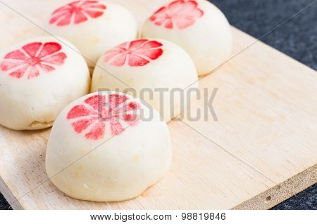 Mochi with salted eggs