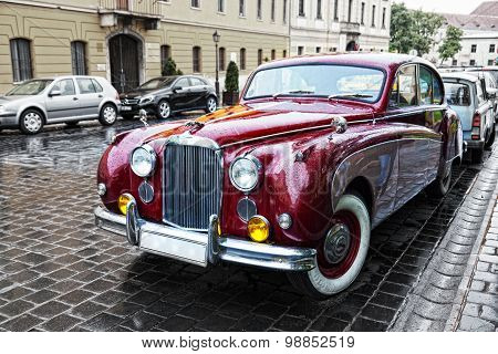 The Magnificent Retrocar The Jaguar To Stand On The Ancient Stree