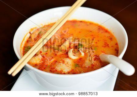 Hot and sour seafood thai noodle soup