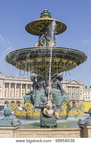Place De La Concorde Fountain