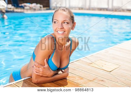 Beautiful young woman is resting on vacation