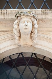foto of vicenza  - White stone mascaron on the entrance door arch of a historical palace of Vicenza - JPG