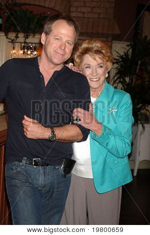 LOS ANGELES - MAR 24:  Kin Shriner, Jeanne Cooper at the Young & Restless 38th Anniversary On Set Press Party at CBS Television City on March 24, 2011 in Los Angeles, CA