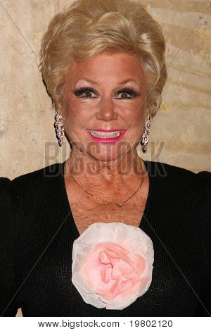 LOS ANGELES - MAR 27:  Mitzi Gaynor arriving at the 25th Annual Professional Dancers Society Gypsy Awards at Beverly Hilton Hotel on March 27, 2011 in Beverly Hills, CA