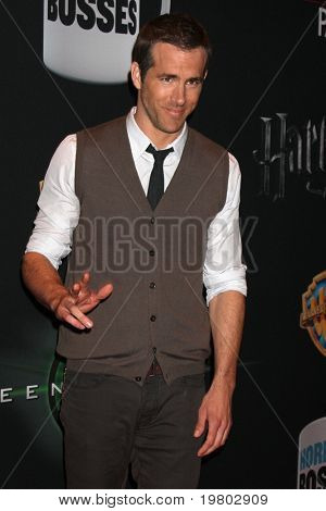 LAS VEGAS - MAR 31: Ryan Reynolds arrives at the Warner Brother Presentation at the CinemaCon Convention at Caesar's Palace on March 31, 2011 in Las Vegas, NV