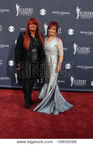 LAS VEGAS - APR 3:  Wynonna Judd, Naomi Judd arriving at the Academy of Country Music Awards 2011 at MGM Grand Garden Arena on April 3, 2011 in Las Vegas, NV.