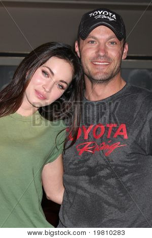 LOS ANGELES - 16 APR: Megan Fox, Brian Austin Green bei der Grand Prix-Pro Celeb Rennen bei Toyota