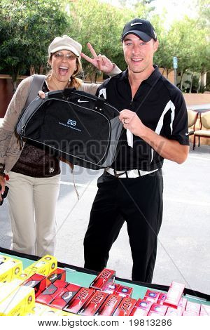 LOS ANGELES - APR 18:  Ari Zucker & Kyle Lowder at the 2011 Jack Wagner Golf Classic to benefit The Leukemia & Lymphoma Society at Valencia Country Club on April 18, 2011 in Valencia , CA..