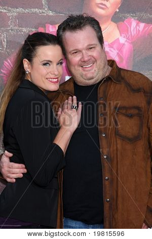 LOS ANGELES - APR 27:  Katherine Tokarz, Eric Stonestreet arriving at the