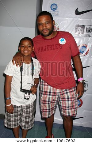 LOS ANGELES - MAY 1:  Anthony Anderson arriving at the 1st Annual Ball Up Celebrity Streetball Game at Cal State Northridge's Matadome Stadium on May 1, 2011 in Northridge, CA