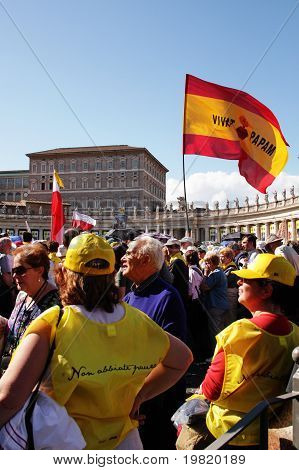 pilgrims in st peter's square