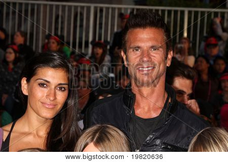 LOS ANGELES - MAY 7:  Lorenzo Lamas  and wife arriving at the