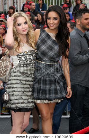 LOS ANGELES - MAY 7:  Ashley Benson, Shay Mitchell arriving at the