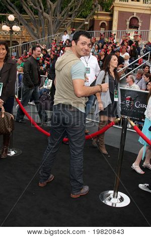 LOS ANGELES - MAY 7:  Tony Dovolani arriving at the