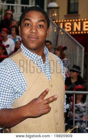 LOS ANGELES - MAY 7:  Chris Massey arriving at the
