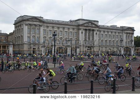 LONDON - SEPTEMBER 20: Teilnehmer der dritten Ausgabe des London Freilauf, rebaptized Bürgermeister o