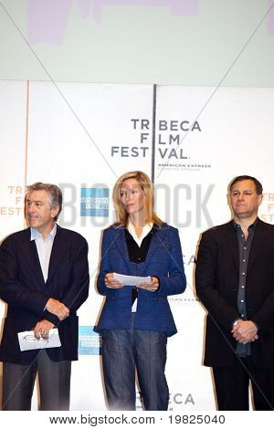 NEW YORK - APRIL 21 : (L-R) Robert De Niro, Uma Thurman and Craig Hatkoff at press conference for Tribeca Film Festival  Jane Rosenthal and De Niro are the founding members.April 21, 2009 in NEW YORK.