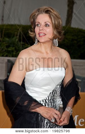 NEW YORK - SEPTEMBER 21: Renee Fleming attends the Metropolitan Opera season opening with a performance of 'Tosca' at the Lincoln Center for the Performing Arts on September 21, 2009 in New York City.