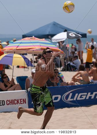 MANHATTAN BEACH, CA. - JULY 18: Ty Loomis jump serve at the AVP Manhattan Beach Open on July 18th 2009