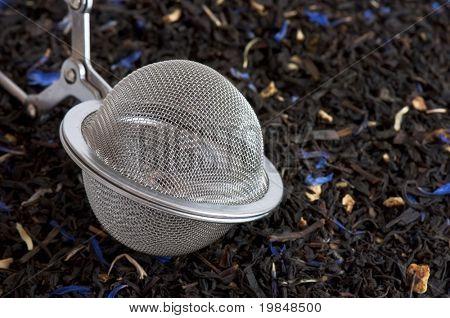 Infuser on black tea flavored with bergamot, cornflower and orange peel