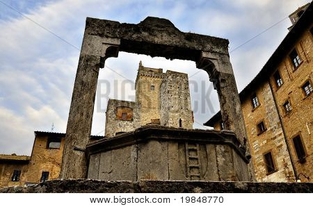 The well on Piazza della Cisterna in San Gimignano, Italy