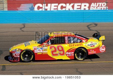 AVONDALE, AZ - 7 de NOV - Kevin Harvick (29) compete na NASCAR Sprint Cup Series, em Phoenix no