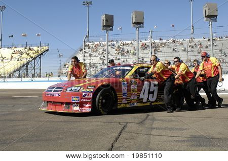 AVONDALE, AZ - NOV 7 -  Kyle Petty's (45) pit crew pushes his car at the NASCAR Sprint Cup series race at Phoenix International Raceway